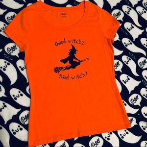 3/$25 Halloween graphic fitted tee SZ S